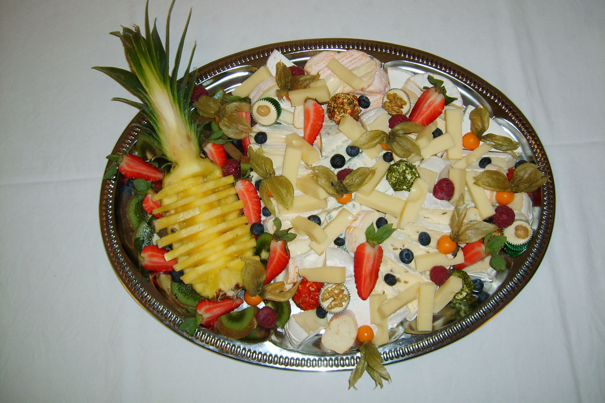 Buffet mit Obstplatte
