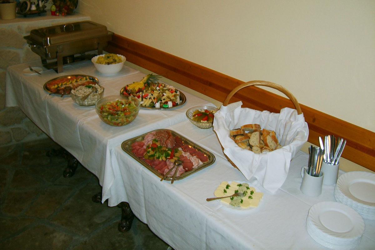 Buffet mit Salaten